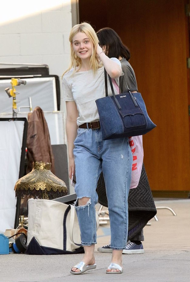Street Style Elle Fanning Takes Casual To A New Level Koko Tv
